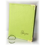 Carnet range plaques-cartes en cuir vert pastel