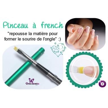 Pinceau pour former la bordure de french manucure